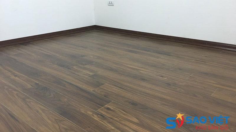 Nên chọn sàn gỗ công nghiệp thay cho gạch men